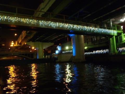 水門もしっかりライトアップ!ちょっとしたクリスマスかという勢い!