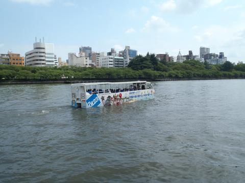 水陸両用バスさえも…!