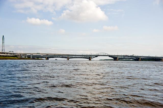 そして中川と荒川は一体に。河口には最後の橋。