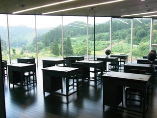 ここは全てが黒板でできている教室。チョークでどこに書いてもOKと言われた