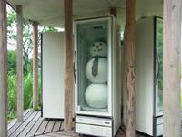 冬の時期は本物の雪だるまが入っているという冷蔵庫