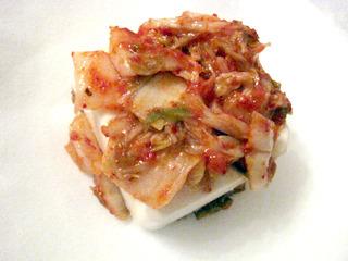 キムチはこのまま食べれば確実に美味しいだろうところをあえて