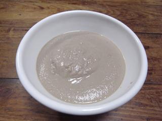 器に入れてみた。これはスープっていうよりもポタージュ に近いな。いや、既にポタージュでもないか…。