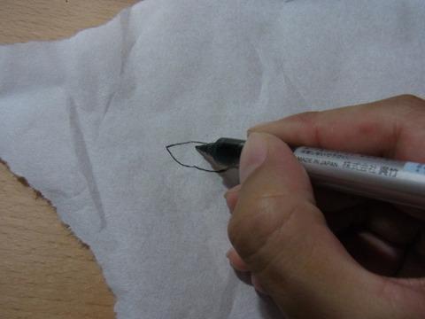 失敗してもいいように、目と口は別の紙に書いて貼った