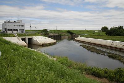 渡良瀬遊水地の水門を越えて谷田川へ