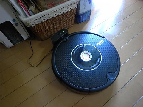 我が家にやってきた掃除ロボ。名前はまだない。