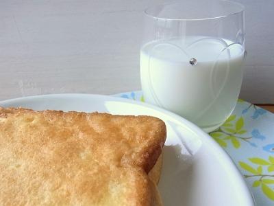 揚げパンにはやっぱり牛乳でしょう