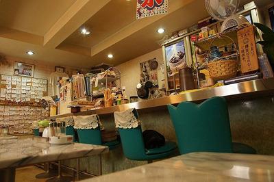 店内は気取りすぎないアットホームな雰囲気。食事もやさしく懐かしい味わいで大変美味しかった。