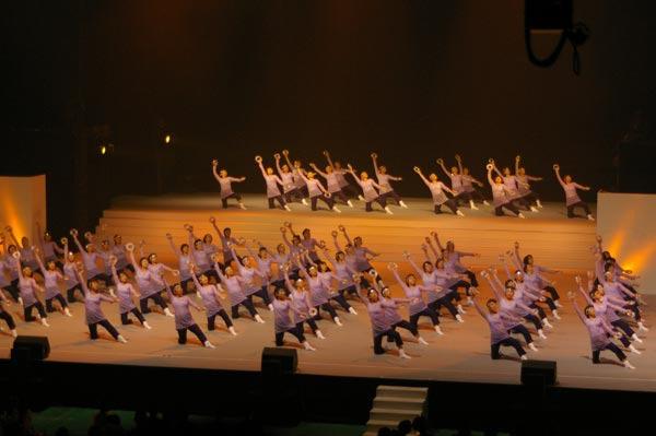 ということはつまり、600人の母が踊るということだ!