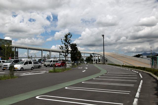 しかもそれとは別に2層の立体駐車場まである