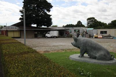 ここで、高座豚など綾瀬の特産品を販売しているらしい