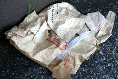 基地の周囲に落ちていたゴミも、アメリカン