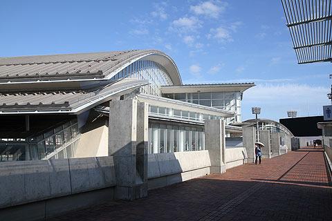場所は長崎市民総合プール