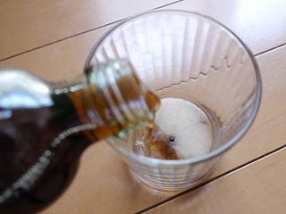 レシピは一粒コップに入れてコーラを注ぐだけ。