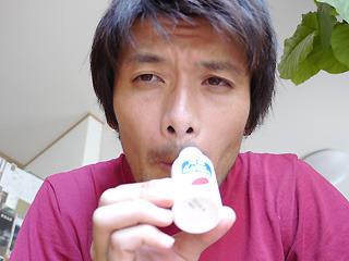 コップに塗ってもさほど変化を感じられなかったので鼻の下に塗ってみた。