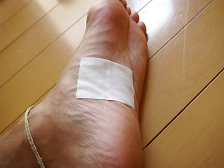 コップから剥がしたサロンパスを足の裏に貼ったらすごい気持ちよかった。
