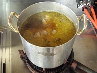 スープも当然Bさんの手作りだ。鳥とカツオの和風ダシ。