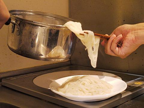 6:素麺をお皿に移す