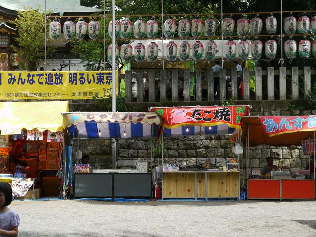 お祭りの屋台、じゃがバター500円、たこ焼き500円、あんず飴200円