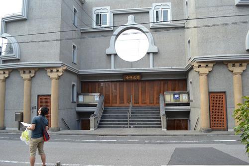 モダンな建物の円通寺