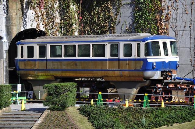 2009年、駅舎から車両を出す公開イベントに参加された私のモノレール師匠和田さん(現在は日本万国博モノレール模型を製作中 http://expo70-monorail.seesaa.net/)からお借りした貴重な1枚。