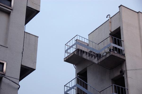 屋上につながる外階段もいいものだ