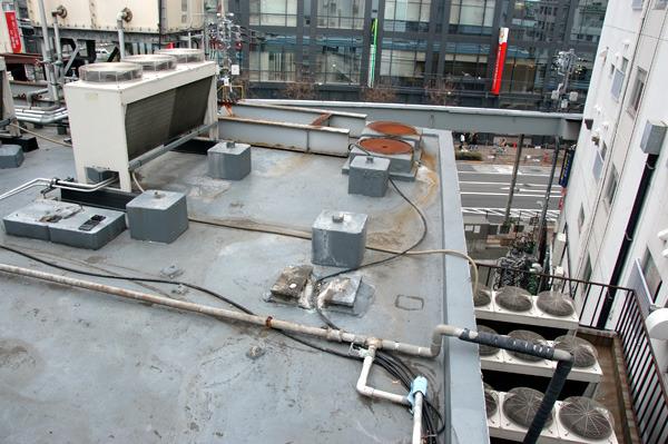 三軒茶屋バッティングセンター脇の屋上。階段から撮ったのだが、残念ながら降りられない。