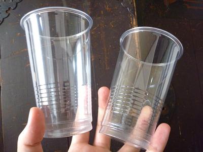プラスチックのコップを使用することに