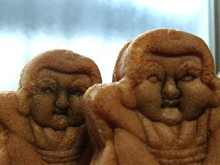 人形焼もレンジとせいろで温め比べ。しかしなんだろうこの写真は