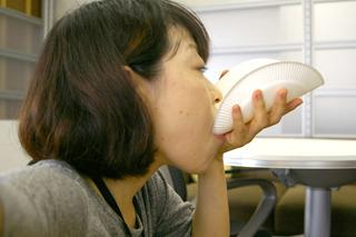 なお、写真で紙皿が湾曲しているのはスプーンを持参し忘れてこのように試食していたからです!