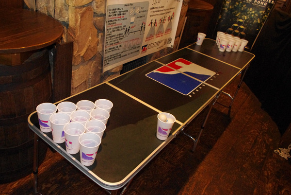 意外と全長があるビアポンテーブル。もちろん公式テーブルです。