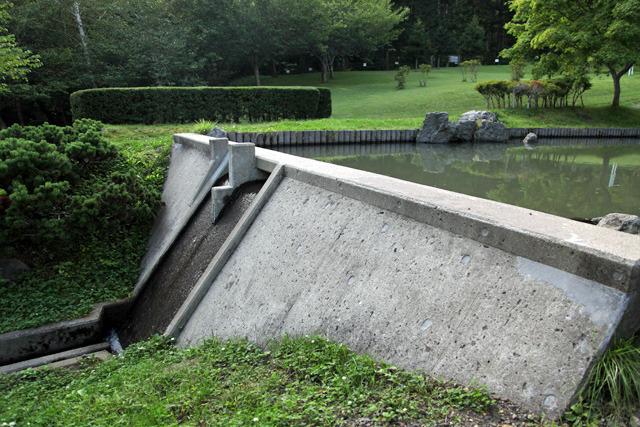 ミニチュアとは言えかなり立派で貯水池もちゃんとある