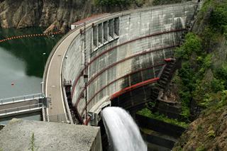 本物の展望台から眺めた豊平峡ダム