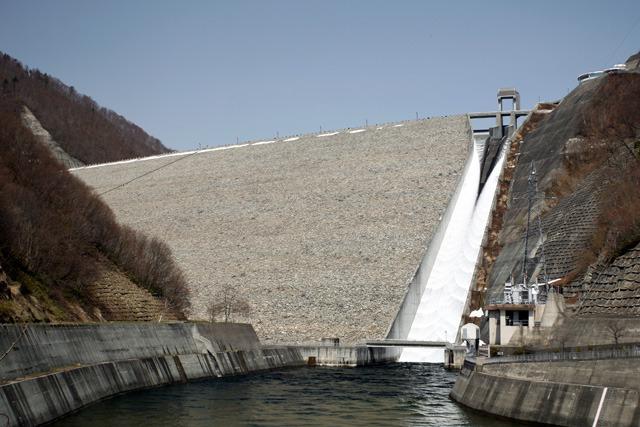 大雪ダムの写真持っていないので同じ型式の別のダムを