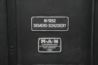 シーメンス・シュケルト社と、マン社のプレート