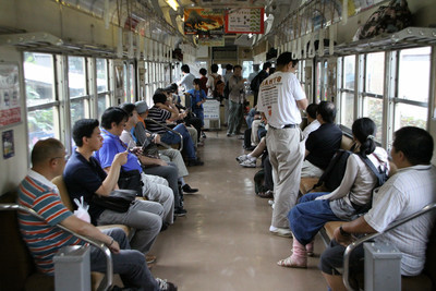 牽引する車両は、まぁ、外観通り普通の列車