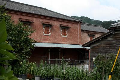 明治時代に作られた、煉瓦造の倉庫もある