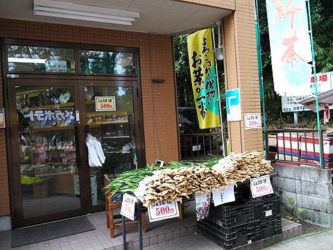 前日は特に何もなかったけれど、当日はいたるところで生姜を売っていた