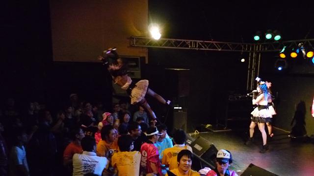 初めて見にいったアイドルが空飛ぶアイドルだった。