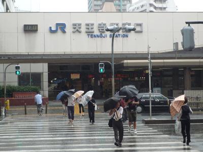 傘の方角がみんな同じなくらいの集中豪雨。