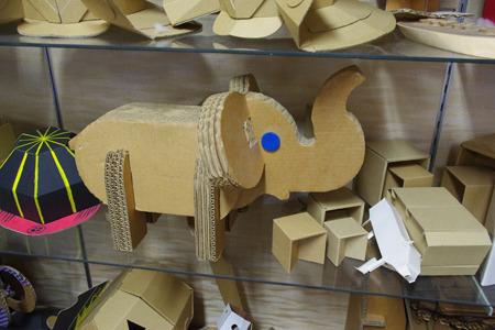 こちらは象。束ねて厚みを作ればまた別の造形が生まれるんですねー。