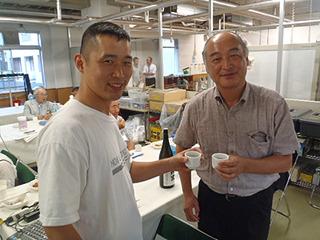 実は古川教授は今まで何度も会って、一緒に酒を飲んだ事のある方でした。日本酒関係のイベントで。現地に着いてから気づく。私の事も覚えてくれていました。再会に日本酒で乾杯。素晴らしいシステムが実現化されることを期待しています!