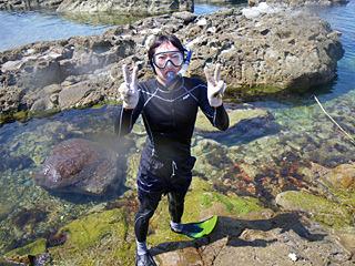 クラゲがいるシーズンなので、露出度の低い水着です。