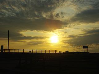 島なので、海から昇る朝日も、海に沈む夕日も見られる。