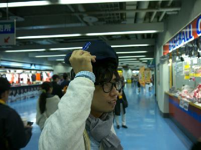 失礼がないよう、帽子をくるっと横浜側になおして