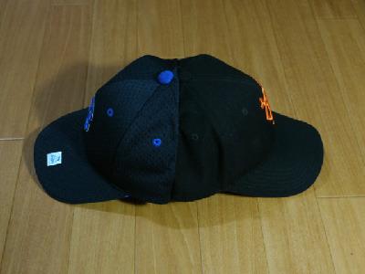 これがどっちも応援する野球帽。かぶると頭が悪くなる。