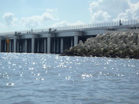 みえてくるのは西側桟橋構造部。