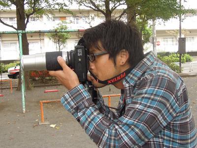 カメラマン安藤昌教、登場! 猫背!