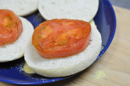 オンザ焼きトマト