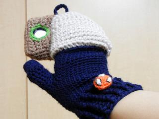 こう見るとちゃんと「手袋にスマホケースがくっついてる」っぽく見える